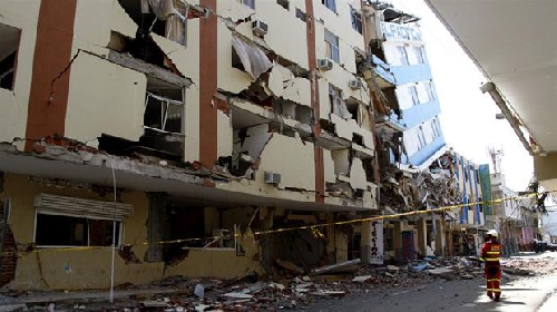 Buscan a 22 argentinos tras el terremoto en Ecuador