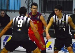 Basquet Bahiense - Derrota de Bahiense ante Liniers - 10 puntos de Esteban Silva.