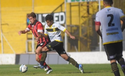 Liga del Sur - Huracán de Ingeniero White dio la nota goleando a Olimpo - Ramiro Sánchez titular en el aurinegro.