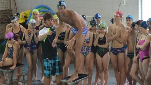 José Meolans dictó una clínica de natación en Puán y Darregueira.