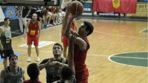 Basquet Bahiense - Villa Mitre derrotó a Bahiense del Norte e igualó la serie - 15 Puntos de Esteban Silva.