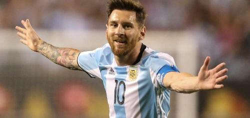 Argentina disfrutó con un contundente 5 a 0 el regreso en plenitud de Messi y clasificó
