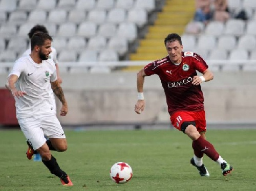 Futbol Chipriota - El Omonia Nicosia goleó como local y se acerca a la punta - Leo González ingresó en el 2° Tiempo.