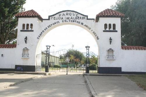 El Club Lanús prueba jugadores de 11 a 17 años de la región en el Centro Blanco y Negro.