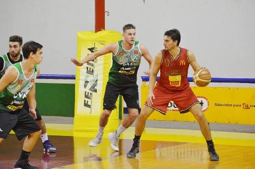 Basquet Bahiense - Villa Mitre rompe el invicto de Bahiense - 14 puntos de Esteban Silva.