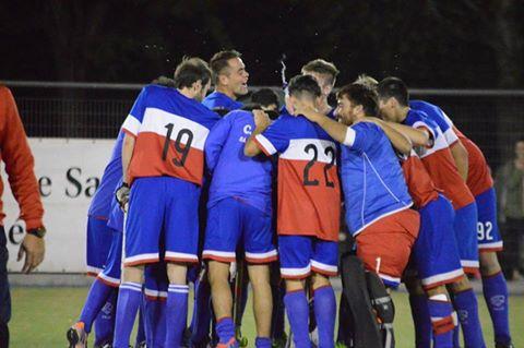 Hockey Masculino - El Cef 83 goleó a Deportivo Sarmiento por el torneo bahiense.