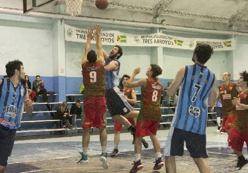 Basquet Tresarroyense - Deportivo Sarmiento cayó ante Club de Pelota - Damián Palma goleador del suarense con 20 puntos.