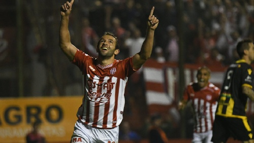 Superliga - Unión en Santa Fe dio cuenta de Olimpo y es escolta del torneo.