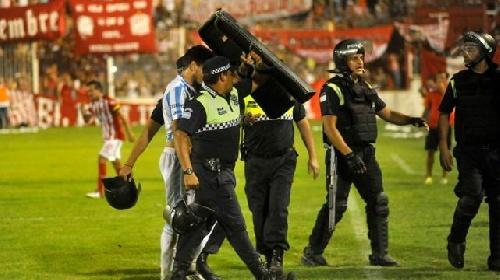 AFA 1ra División - La violencia suspendió el clásico tucumano. Leo González titular.