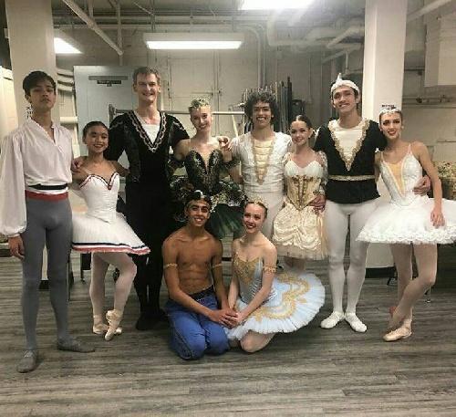 Gran desempeño de Francisco Schilereff en la competencia de Ballet Clásico en Winston-Salem (USA)