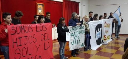 """Al grito de consignas Kirchneristas """"Macri gato y Bullrich asesina"""" en el Consejo Deliberante"""