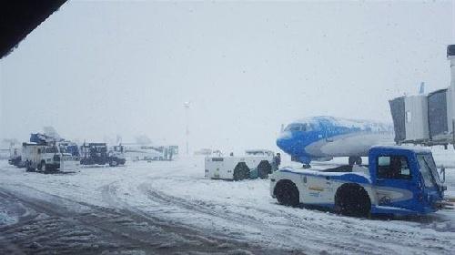 Fuerte temporal de nieve en la Patagonia, cancelan varios vuelos y cortan rutas
