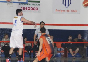 Basquet Bahiense - Dos puntos de Martín Cleppe para la derrota de Barracas.