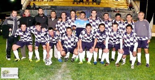 Futbol del Recuerdo - Unión Pigüé, derrotó a Sportivo Belgrano de Pasman y se alzó con el tercer puesto. Almaceneros de Pringles campeón.