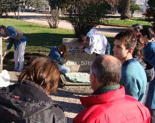 Alumnos de la escuela Técnica de Pigüé construyeron monumento al Bicentenario