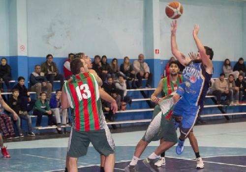 Basquet Tresarroyense - Con un doble sobre el final de Byscaychipi, Deportivo Sarmiento derrotó a Club de Pelota.