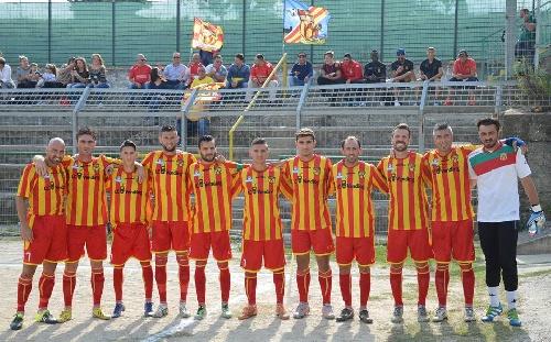 Calcio Serie E - Victoria del Isola Capo Rizzuto con Maxi Ginobili en cancha.