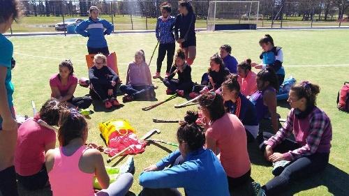 Ultima práctica del Seleccionado Femenino de la Asociación de Hockey antes de su viaje a Junín.