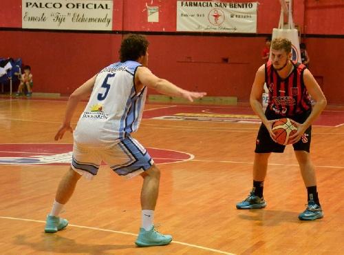 Basquet Federal - Derrota de Ferro en Gualeguay - 16 puntos para David Fric.