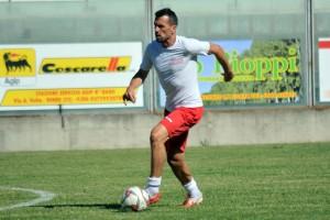 Calcio Serie E - Goleada del Isola ante Siderno con Ginobili titular.