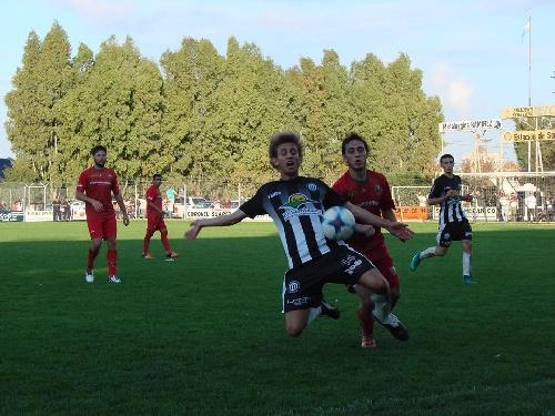 LRF - Blanco y Negro empató con Independiente en el adelanto liguista.