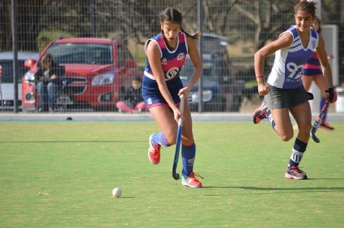 Hockey Femenino - El Cef 83 venció a Club Sarmiento en las tres categorías.