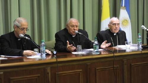 """La Iglesia católica llamó a los religiosos a  """"colaborar con la Justicia"""" ante posibles vinculaciones con casos de corrupción"""