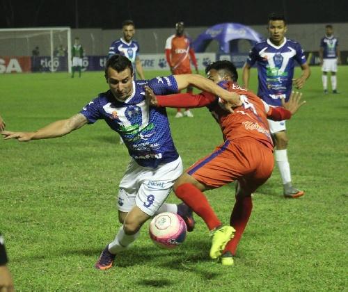 Futbol Boliviano - Martín Prost convirtió para Sport Boys ante Royal Pari.