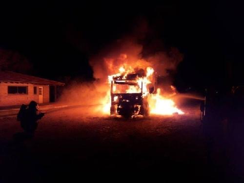 Pigüé: Un incendio destruyó totalmente un camión cargado de cereal