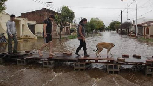Ya son casi 29.000 los damnificados por las inundaciones en el Litoral, Buenos Aires y Córdoba y empeora