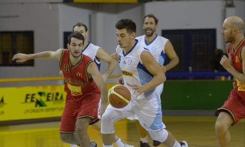 Basquet Bahiense - Bahiense del Norte ganó en el comienzo del Clausura - 21 puntos de Esteban Silva.
