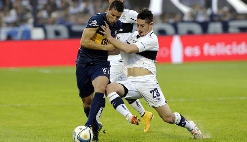 AFA - Boca Juniors venció como visitante al lobo platense y quedó momentáneamente en la punta.