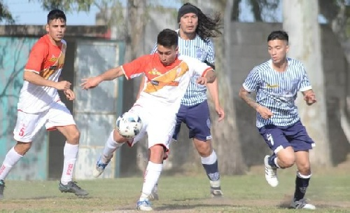 Liga del Sur - Huracán con Eric Verón derrotó a Libertad en Villa Rosas y toma la punta del Grupo Uno.