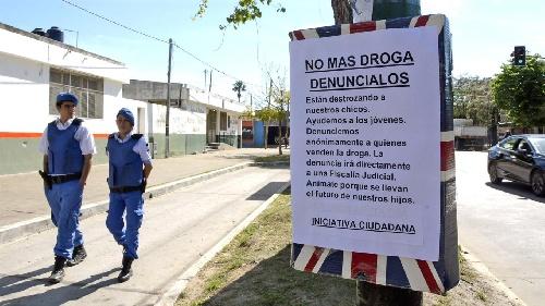 Un grupo de vecinos de la ciudad de La Plata colocó urnas en distintas calles para recibir denuncias anónimas sobre lugares donde se vende droga