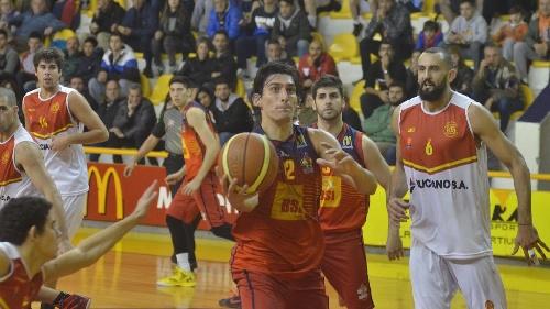 Basquet Federal - Bahiense derrota a Belgrano y fuerza el quinto cotejo - Siete puntos para Esteban Silva.