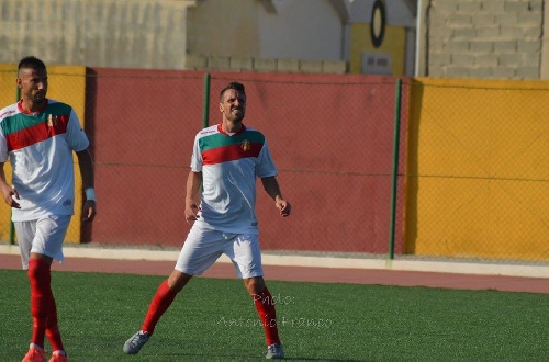 Calcio Serie E - Empate del Isola Capo Rizzuto ante Reggiomediterranea con Ginobili en cancha.