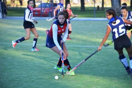 Hockey Femenino - Sarmiento goleó a Peñarol en 1ra división.