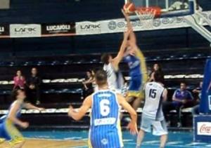 Basquet Bahiense - Pueyrredón batió a domicilio a Estudiantes - 16 puntos de Martín Cleppe - El resto de la fecha.