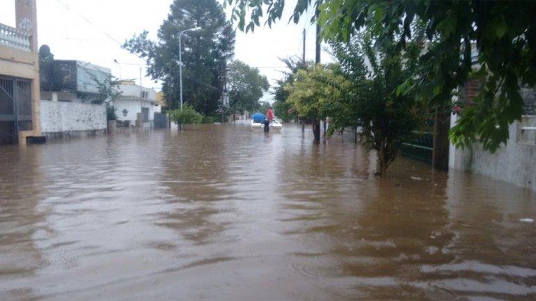 Navidad bajo agua en el Litoral, más de 20 mil los evacuados por las inundaciones y la crecida