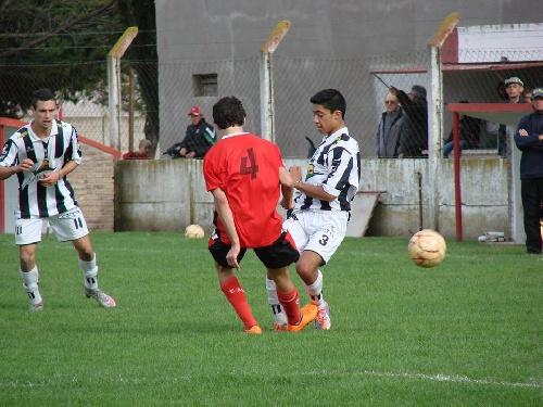 LRF - Mañana Blanco y Negro recibe a Independiente de Pueblo San José en la apertura de la fecha.
