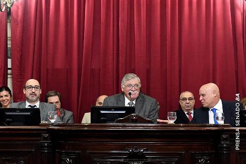 El senador Lopez presidió la Sesión que hizo ley la eliminación de impuestos y separa otros cargos de factura de Luz y gas