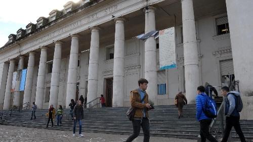 Proponen que los profesionales recibidos en la las universidades publicas y gratuitas argentinas aporten a un fondo solidario de Becas