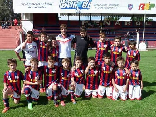 LRF Inferiores - Peñarol goleó a Sarmiento B y sigue como puntero en la divisional octava con puntaje ideal.