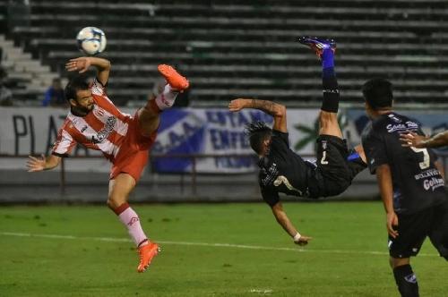 Copa Argentina - Con un gol de chilena de Marcos Litre, Alvarado derrotó a Rivadavia y sigue en carrera.