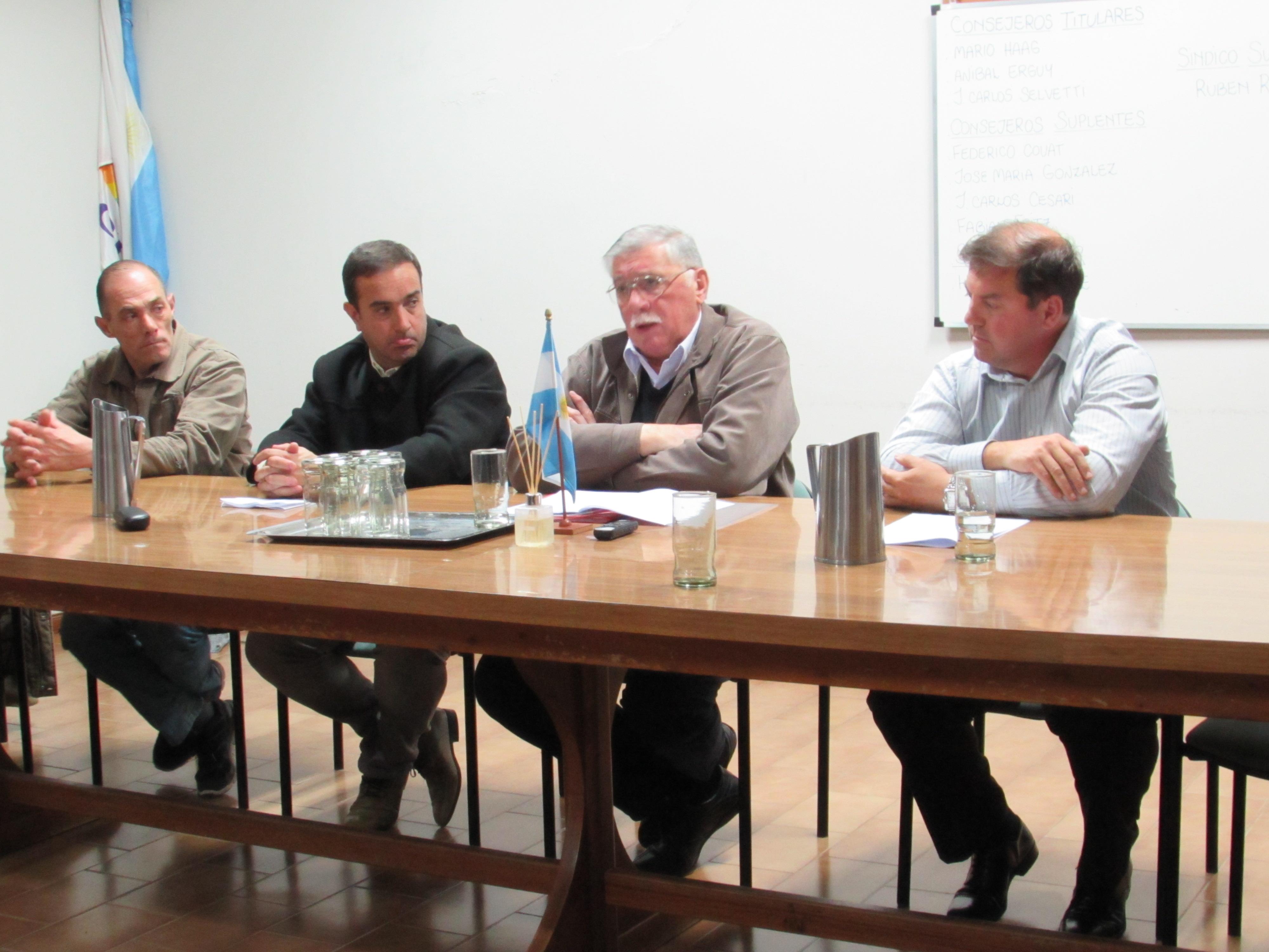 El senador  pcial. Horacio Lopez (Ucr -Cambiemos) informo en Villa Iris sobre los proyectos por zona austral para nuestros distritos