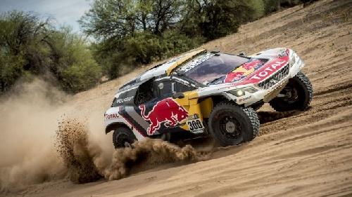 El francés Peterhansel con Peugeot ganó en la categoría autos el Dakar 2017.