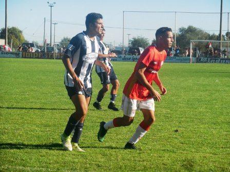 LRF - Sarmiento doblegó al Santo carhuense  y Unión a Tiro de Suarez. Ambos son escoltas en sus zonas.