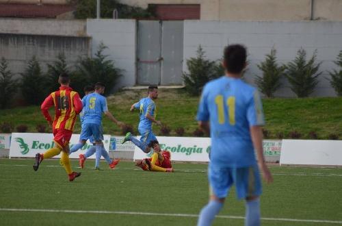 Calcio Serie E - El Isola derrotó al Trebisacce con la presencia de Maxi Ginobili.