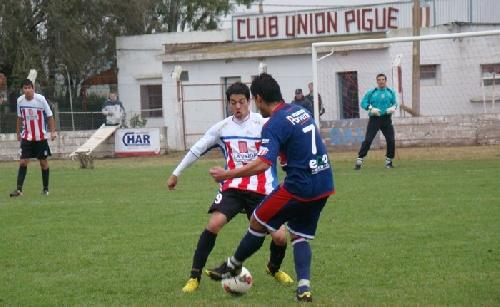 LRF - Unión Pigüé jugará con Automoto en Saavedra. Novedades del día lunes.