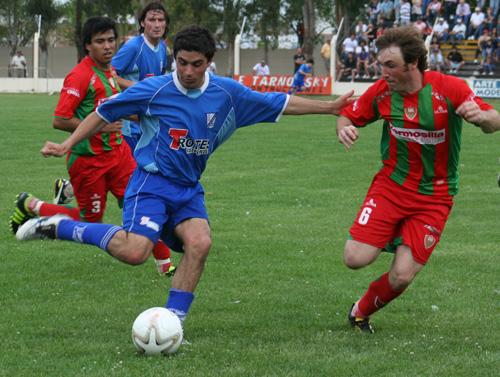 LRF - Rácing de Carhué batió a Deportivo Sarmiento en el adelanto de la fecha.